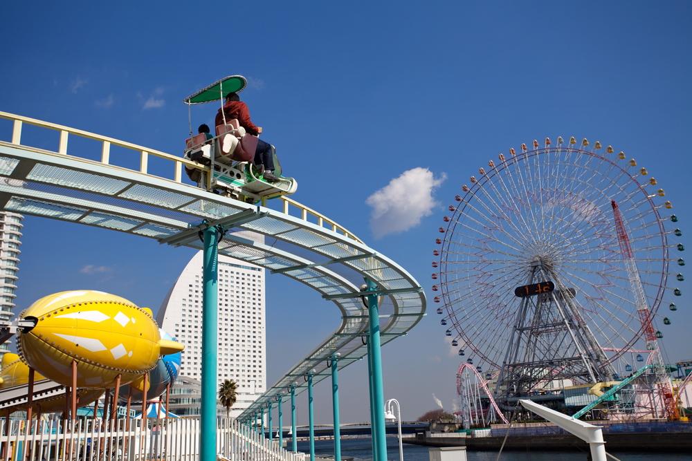rollercoaster at a theme park in Yokohama_128057147