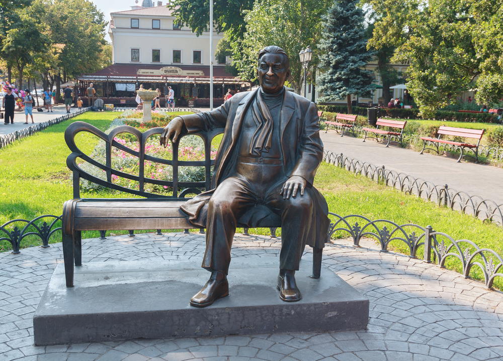 Monument to the famous singer Leonid Utesov_394810513