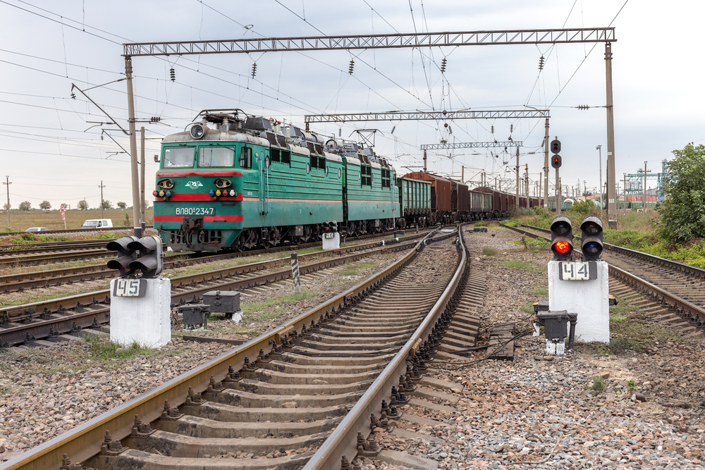 freight trains on the Ukrainian railways_321635405