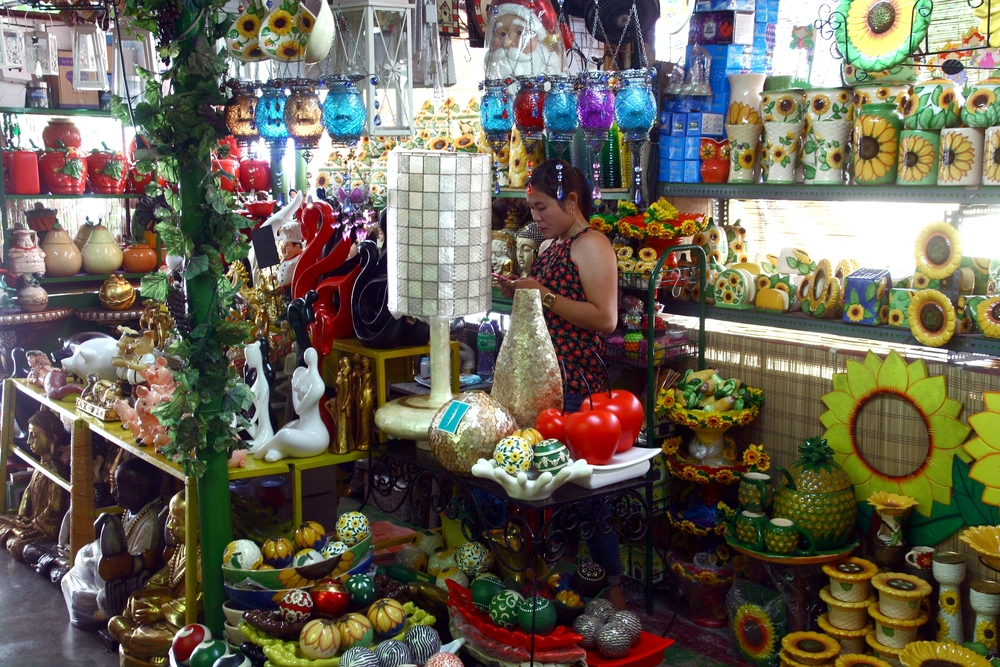 Flea market stores in Dapitan Arcade _290193032