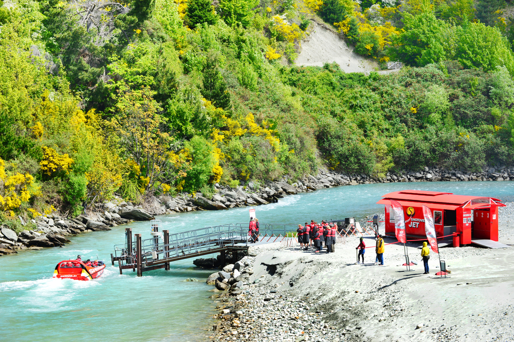 Queenstown Shotover river _406097530