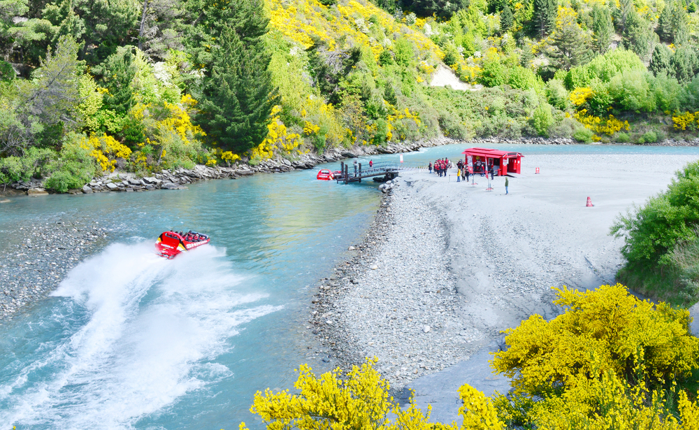 Queenstown Shotover river _445377670