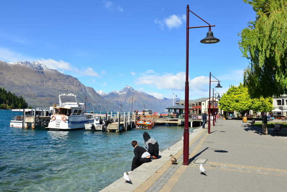 Ferries waiting at jetty of Lake Wakatipu, Queenstown_330270422