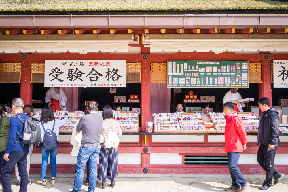 Chinese tourists are enter the Dazaifu shrine_416486635