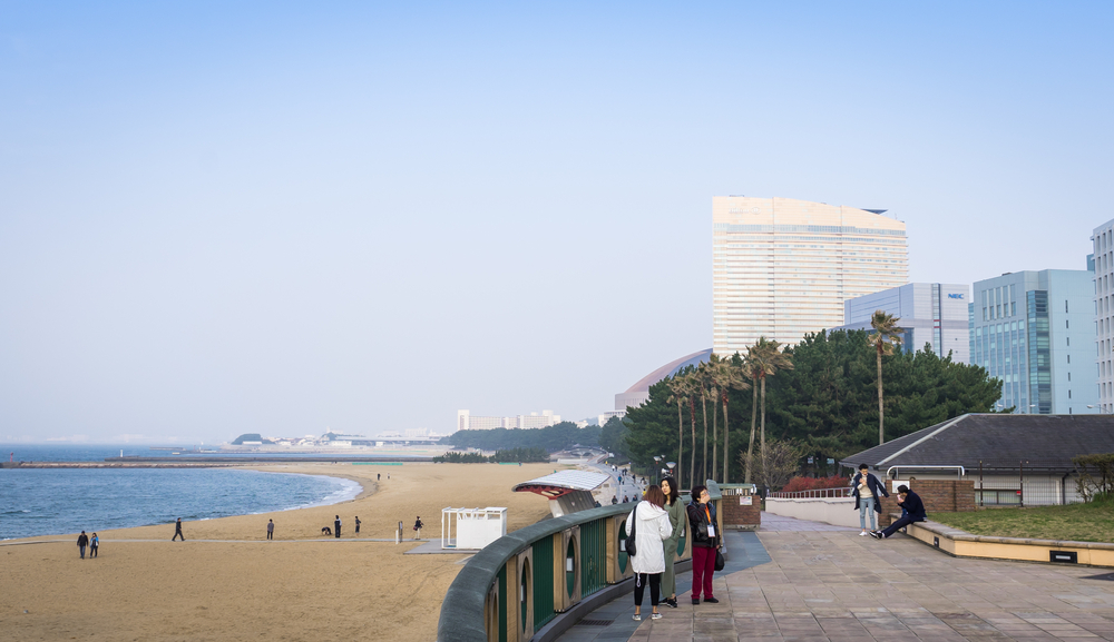 beachside walk of seaside momochi park_417126883