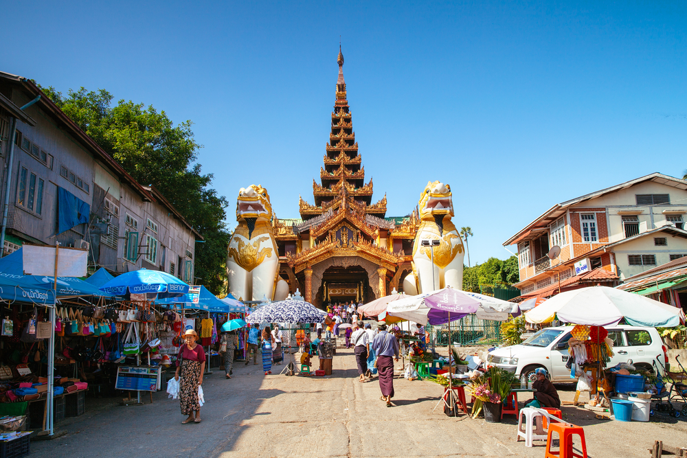 east gate of Shwedagon pagoda_395151715