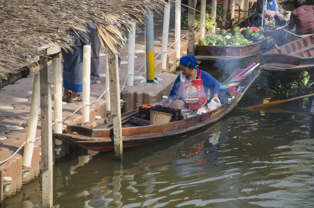 thakha Floating Market _384250774