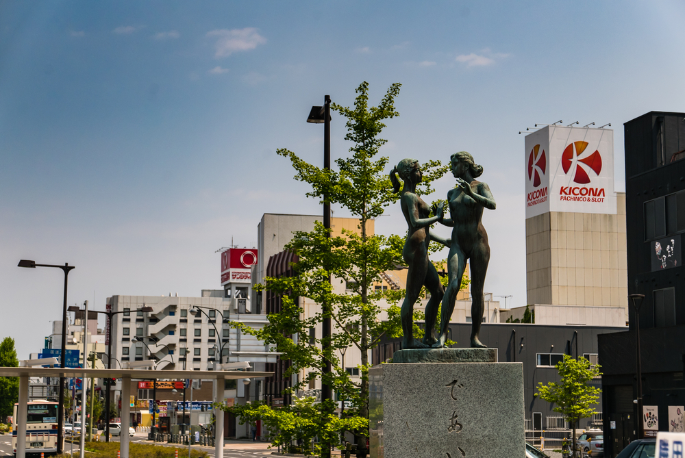 Statue at Katsuta Station_472947703