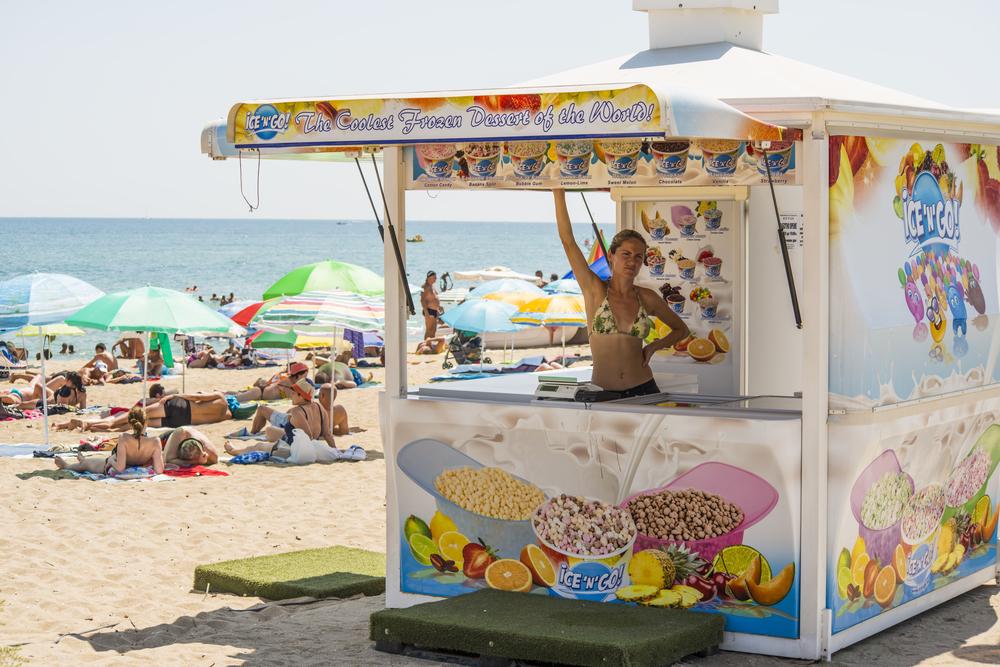 kiosk-selling-ice-cream-on-the-beach_348915692