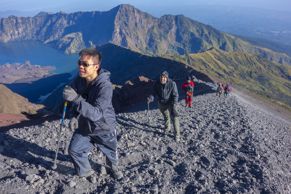 unidentified-mountaineers-hike-on-their-way-to-the-peak-rinjani_479075707