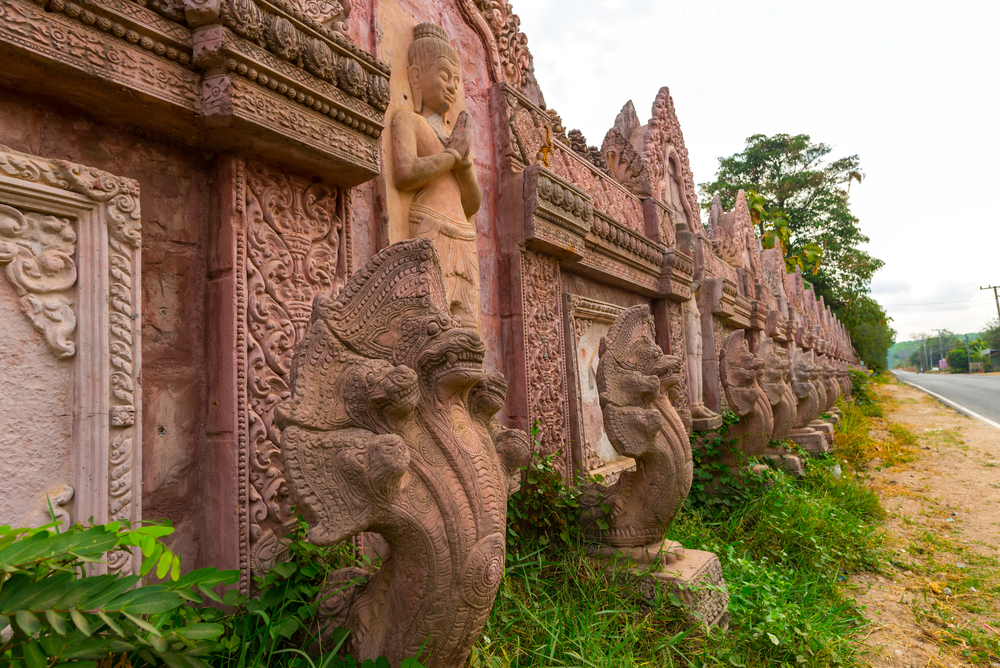 temple-wall-wat-phrai-phatthana_473226565