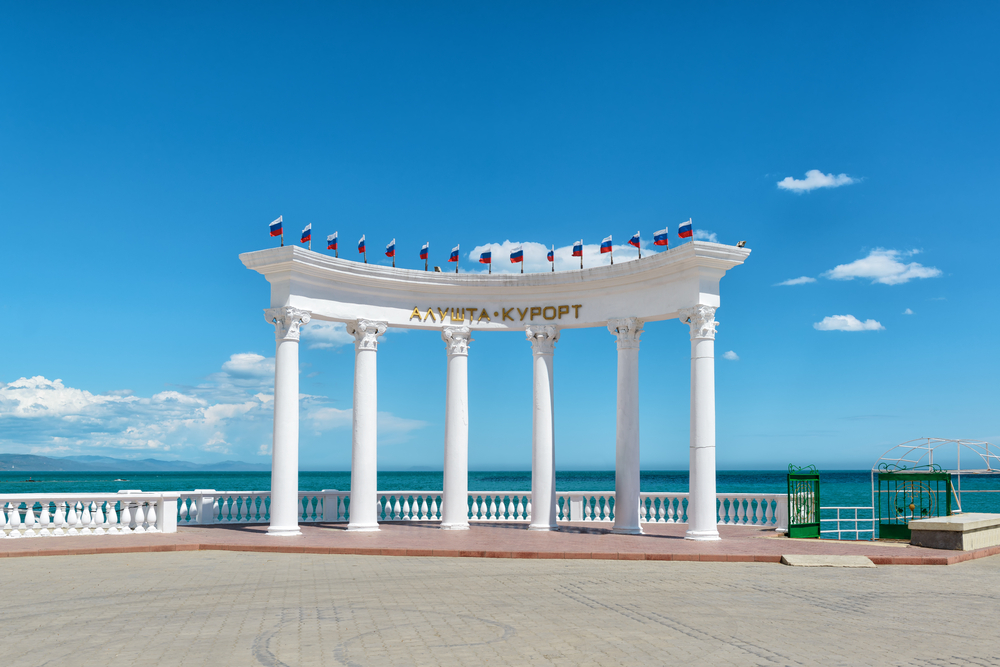 rotunda-alushta-resort-at-the-promenade-in-the-city-of-alushta_427913527