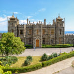 vorontsov-palace-in-the-town-of-alupka_427913515