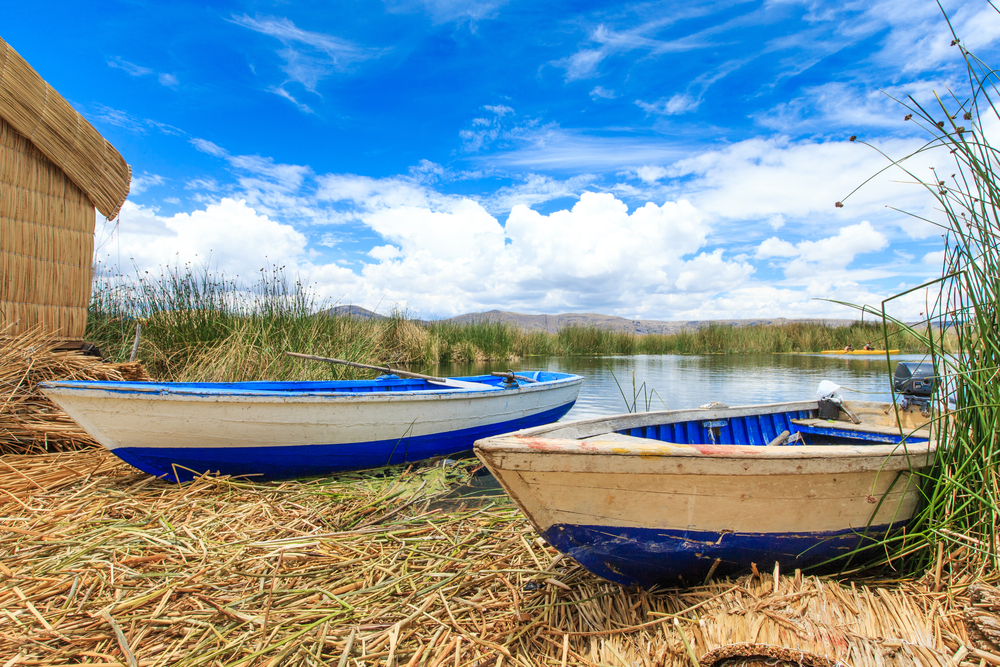 totora-boat-on-titicaca-lake-near-puno_352240457