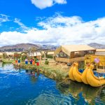 welcome-tourists-in-uros-island_525050644