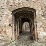 entry to the castle Scaliger in old town Sirmione_475303627