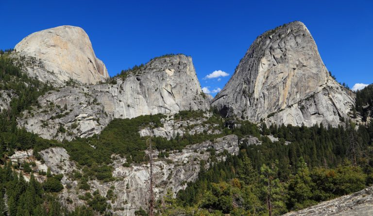 Yosemite National Park, Embracing the Cliffs and Waterfalls in California