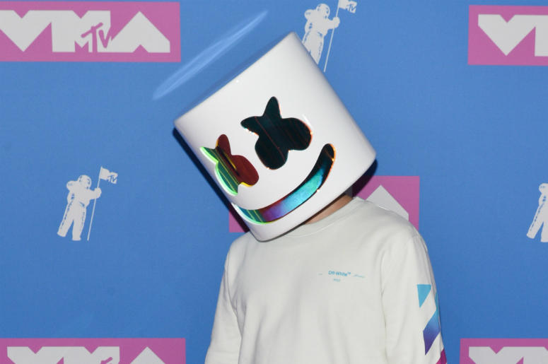 Marshmello Face Walking On The Red Carpet At The 2018 Mtv Video Music Awards Held At