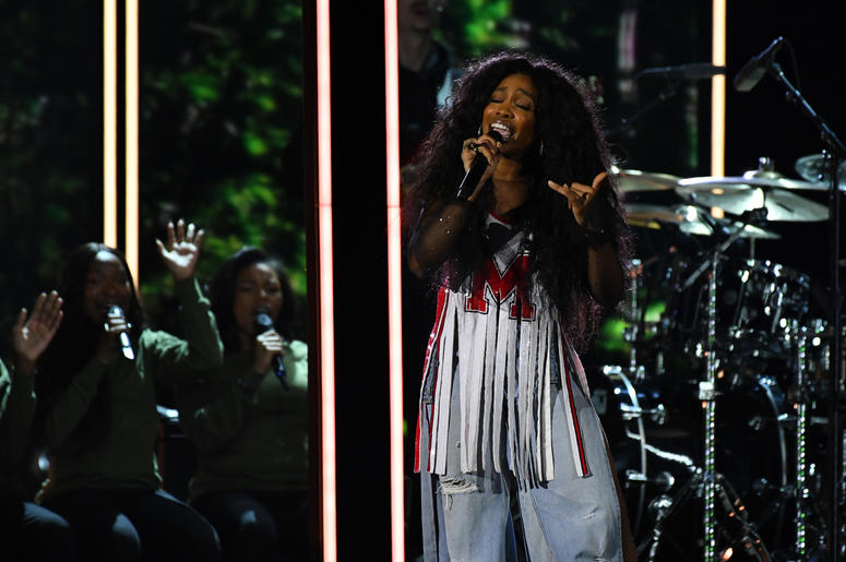 SZA featured with Maroon 5