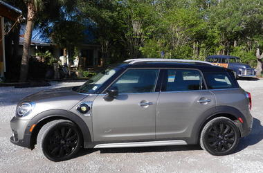 2018 MINI Cooper SE Countryman ALL4 side