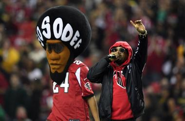 Jermaine Dupri performs with So So Def mascot