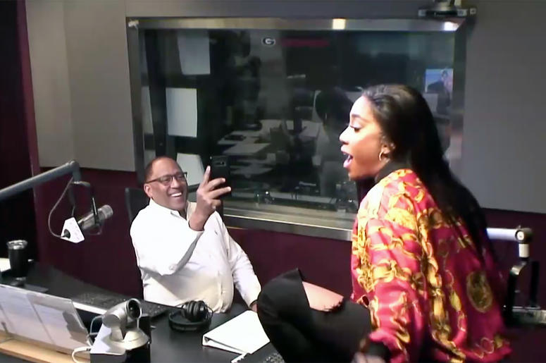 "Sevyn Streeter dances to her song ""Yernin'"" while visiting V-103's Frank and Wanda In The Morning"