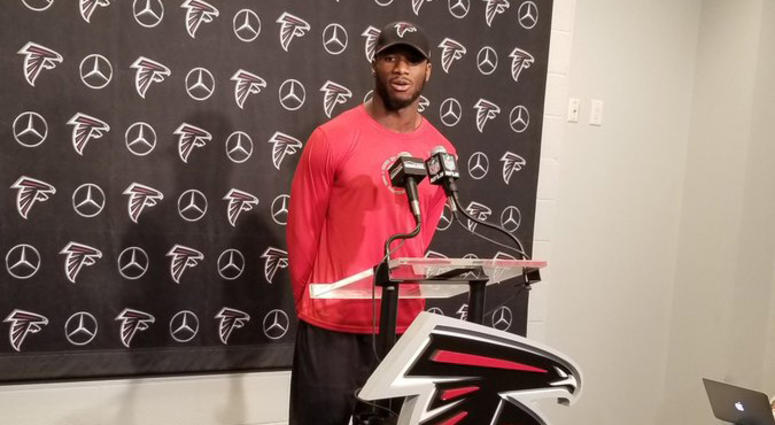 Atlanta Falcons linebacker Deion Jones
