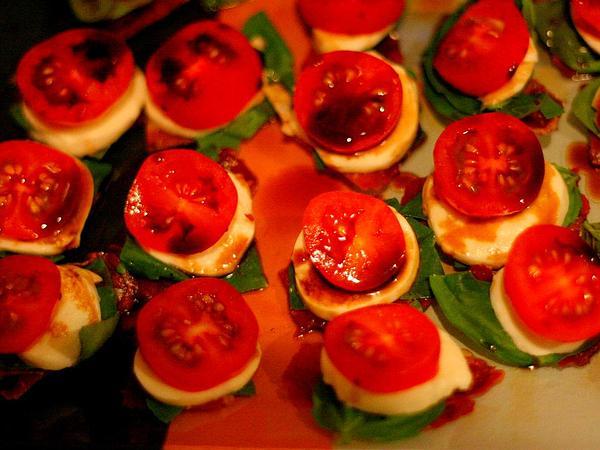 Garden Tomato (Solanum Lycopersicum) https://www.sagebud.com/garden-tomato-solanum-lycopersicum