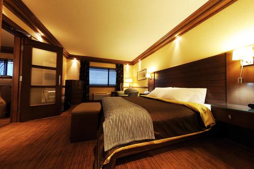 H tel le montagnais   royalsuitetowerb bedroom small