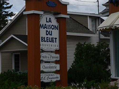 Pancarte    la maison du bleuet st felicien boutique souvenirs  c  ghislaine lalande small