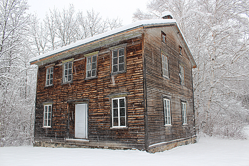 Village historique de val jalbert   maison en hiver small
