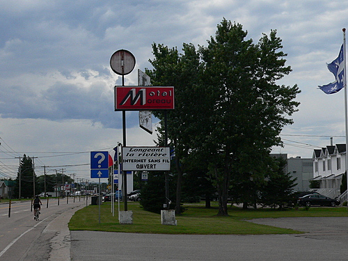 Pancarte   motel moreau hrbergement st frlicien hotel affiche  c  ghislaine lalande small