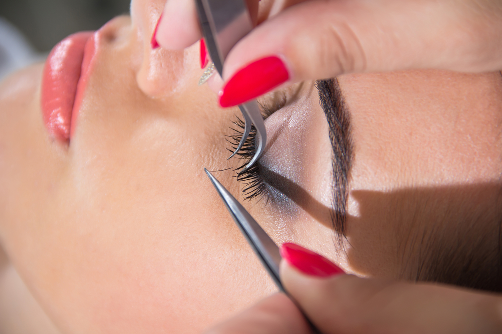Transform Your Lashes This Holiday Season