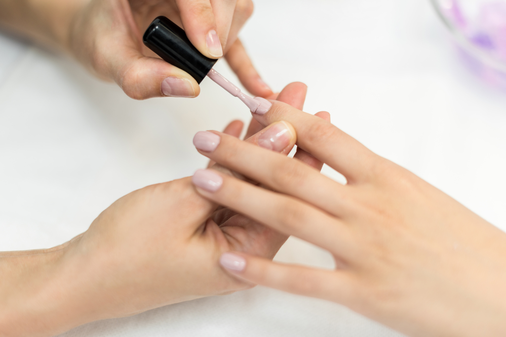 How to Choose Between Gel, Acrylic, or Dip Powder Nails