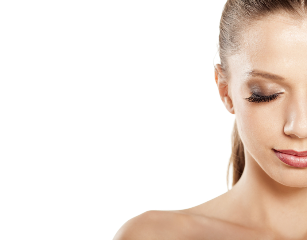 How to Remove Eyelash Extensions Yourself