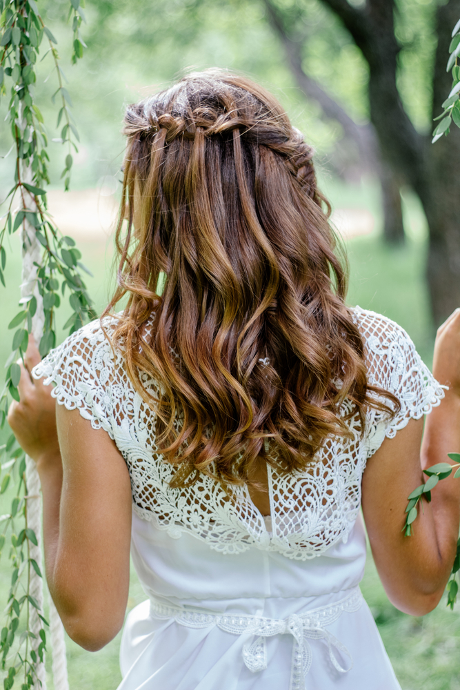 Beachy Bridal Hairstyles for a Ceremony By the Sea