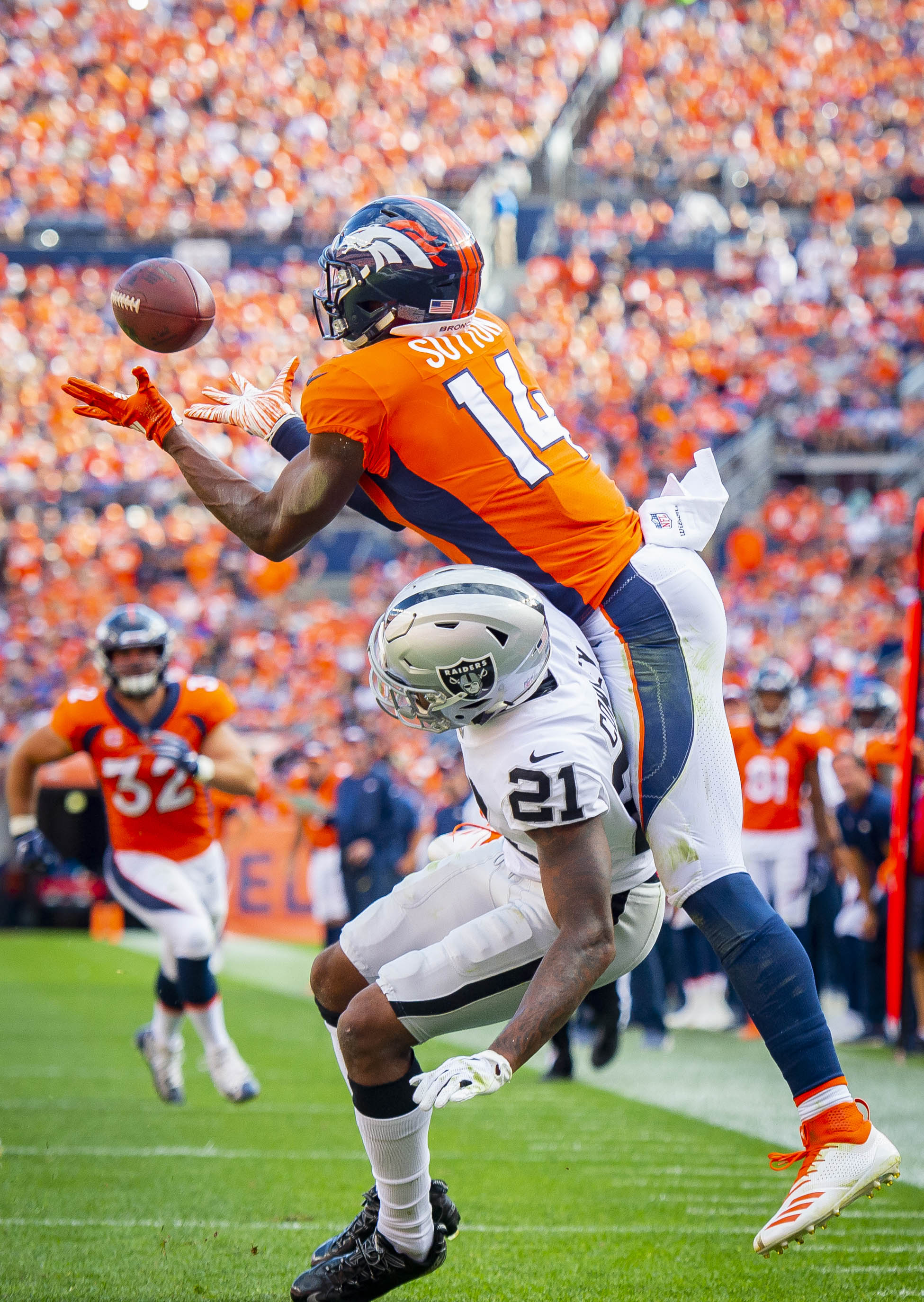 ... (14) catches the ball from quarterback Case Keenum as the ball was  ruled incomplete and not a touchdown against the Oakland Raiders in the  third quarter ... c6d4e207b