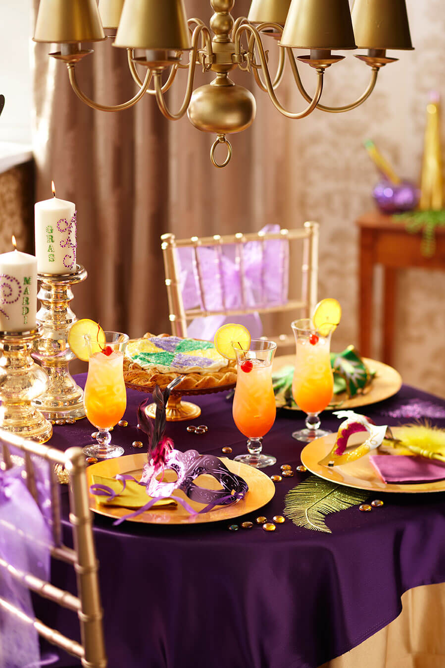 Sandra_Lee-mardigras-tablescape3