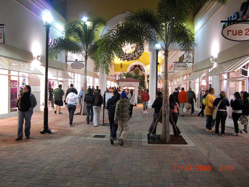 With stores ranging from the Nike Factory Outlet, to upscale outlets like Prada, the Orlando Premium Outlets is a shopper's paradise, especially on Black Friday. Orlando Premium Outlets have two locations in the Orlando area; at International Drive at the interception of West Oak Ridge Road in the I-Drive tourist district, and at Vineland Avenue in Lake Buena Vista near the Walt Disney World Resort.