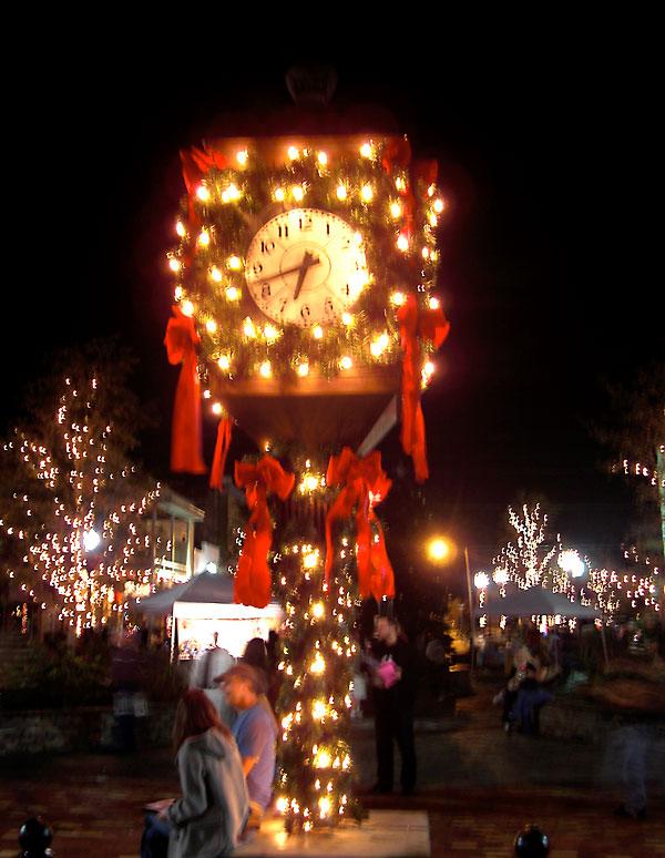 Clock at Magnolia Square