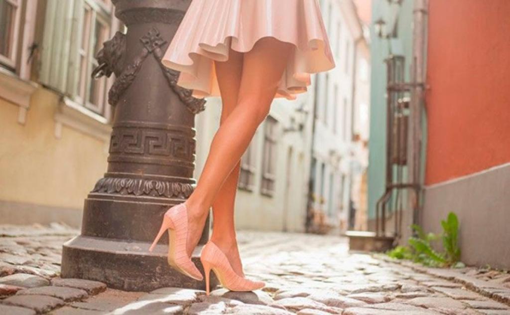 77e27bd1c Sapato scarpin é essencial e todas as mulheres deveriam ter. De preferência  um belo nude