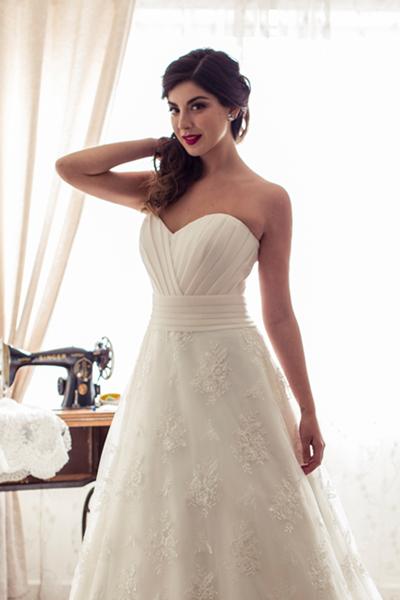 Vestido de novia clásico, strapless