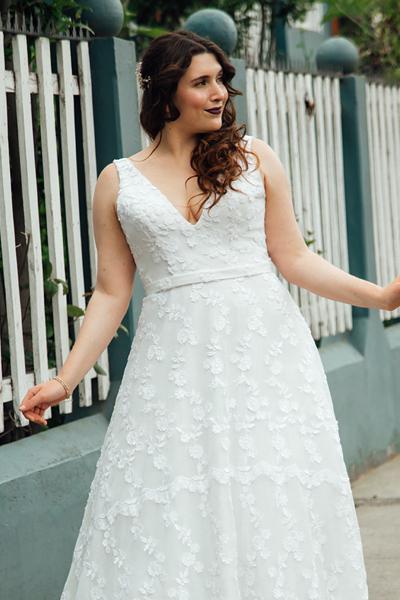 Vestido de novia clásico, escote V