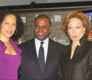 Atlanta Mayor Kasim Reed with Alexandra Jackson (left) and Valerie Jackson. Credit: rollingout.com