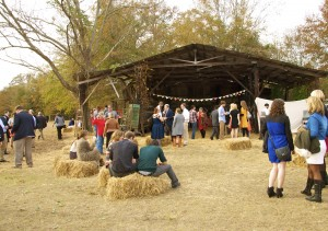 This working barn was the first stop after the ceremony, a beverage center with a bean bag game. Credit: Donita Pendered