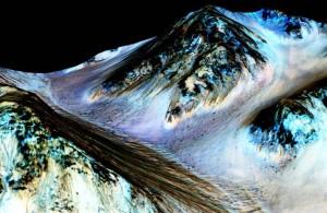 Mars, water streaks