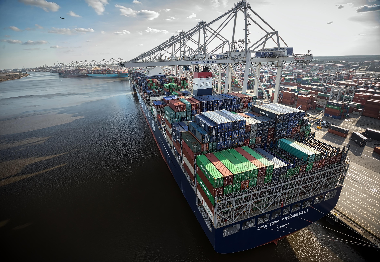 Savannah port, river