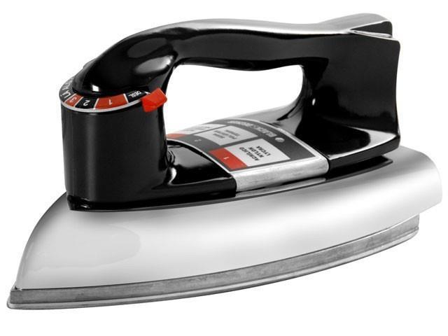 Ferro de Passar Roupas Black & Decker Automático Seco Preto 110V