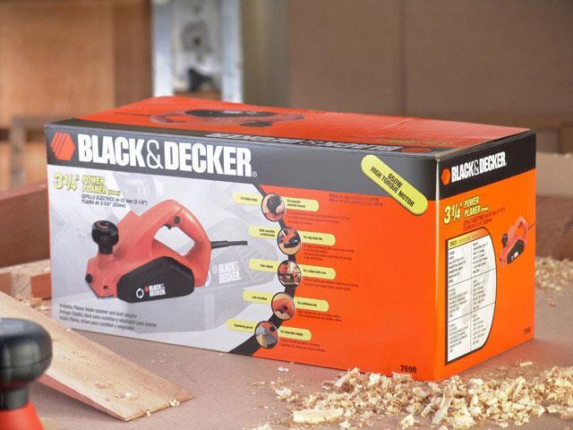 "Plaina Elétrica 3.1/4""  Black & Decker 650W - 7"