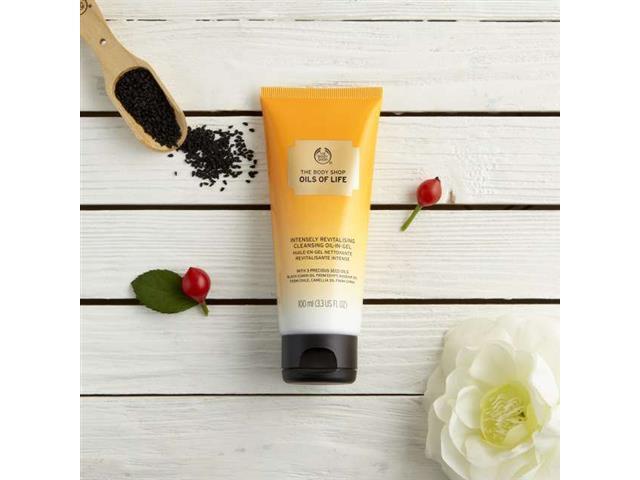 Gel de Limpeza facial Revitalizante The Body Shop Oils of Life 100ML - 2